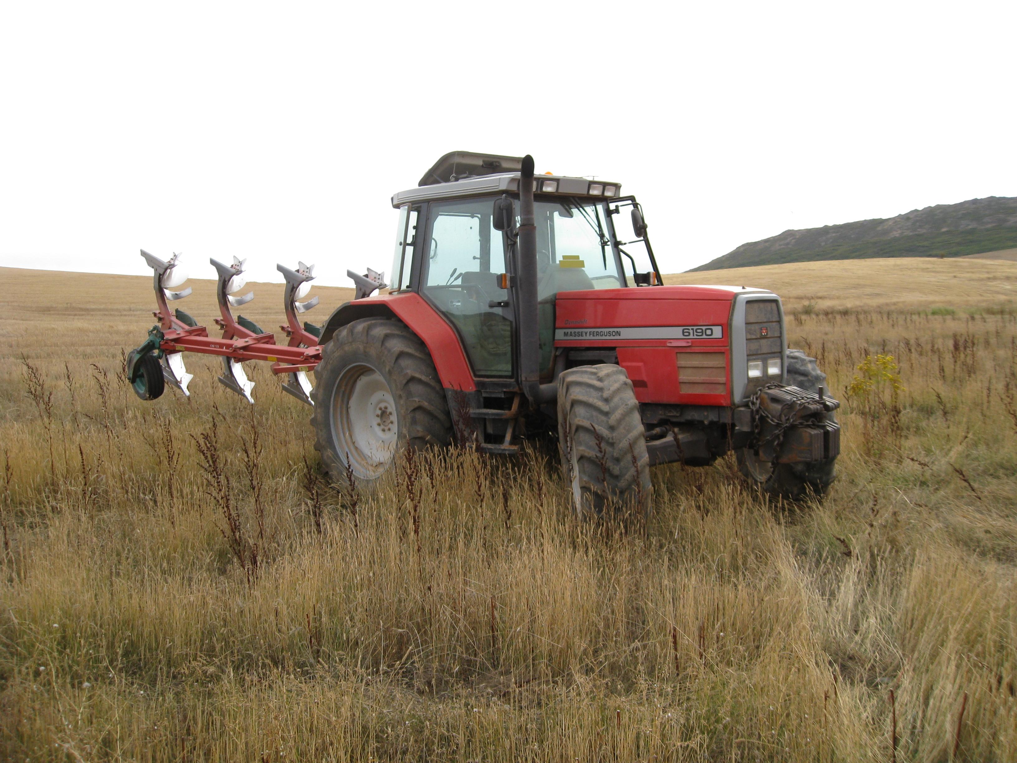 ¿Sabes cómo pasan la ITV los vehículos agrícolas y especiales?