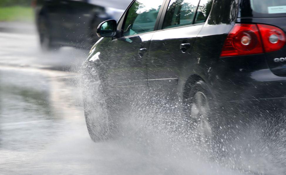 Consejos para conducir en condiciones de lluvia